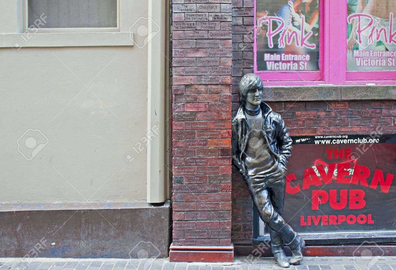 12790382-John-Lennon-statue-outside-The-Cavern-Club-in-Mathew-St-Liverpool-UK--Stock-Photo
