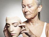 Как своим поведением женщина выдаёт свой возраст?