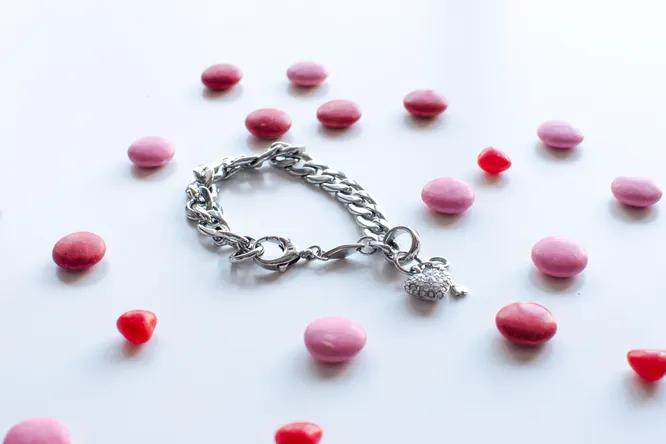 Кулоны для влюбленных: какой лучше купить своей второй половинке?